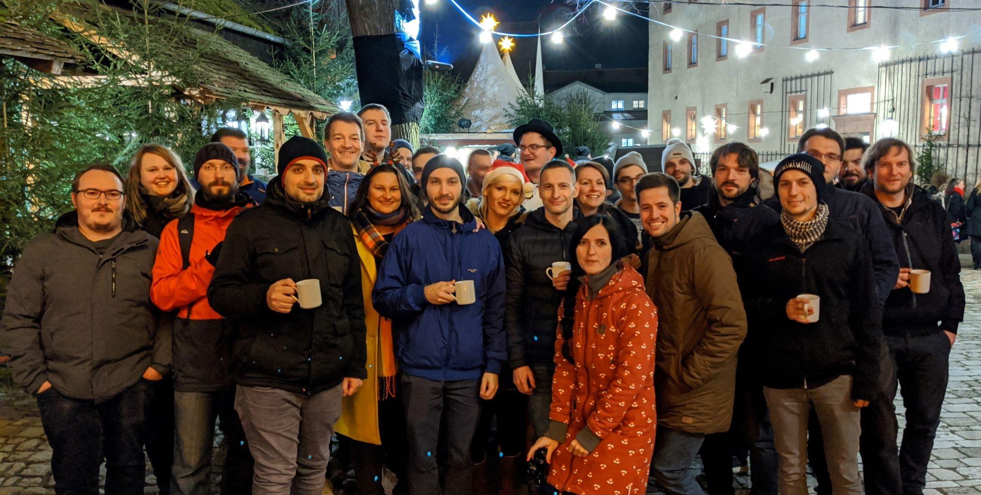 FLYACTS zu Weihnachten - alle lieben Kollegen zusammen